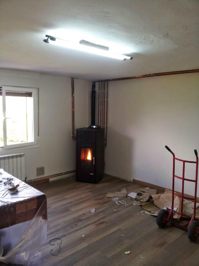 Instalaci n e termoestufa de pellets en una vivienda for Calefaccion de pellets