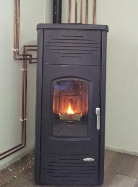 Instalaci n de estufas de pellets y calefacci n de biomasa - Calefaccion lena radiadores ...